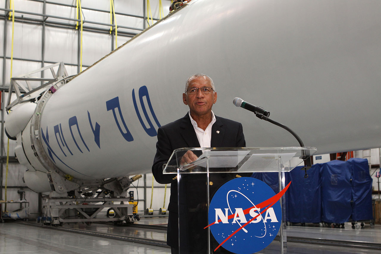 1280px-NASA_Administrator_Announces_Crew_Cargo_Milestones