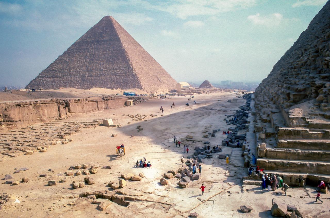 pyramid-2595752_1280.jpg